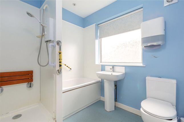 Family Bathroom of 11 Hallhead Road, Newington, Edinburgh EH16