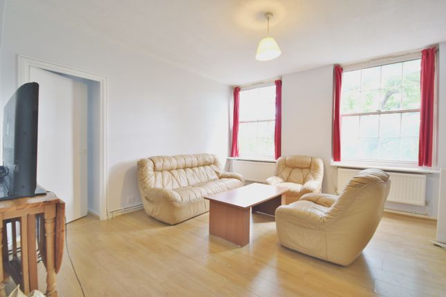3 bed flat to rent in Caledonian Road, Isligton, Londdon