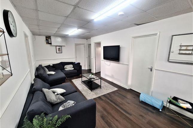 5 bed flat to rent in Cardigan Close, Tonteg, Pontypridd CF38