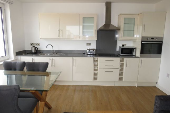 Thumbnail Flat to rent in Buckingham Gardens, Slough