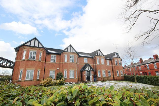 2 bed flat to rent in Clearwater Quays, Warrington