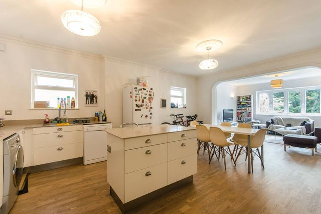 3 bed flat to rent in Chatsworth Road, Mapesbury Estate
