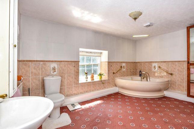 Bathroom of The Struet, Brecon LD3