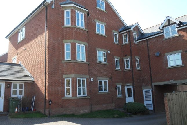 2 bed flat to rent in Cantilupe Road, Ross-On-Wye HR9