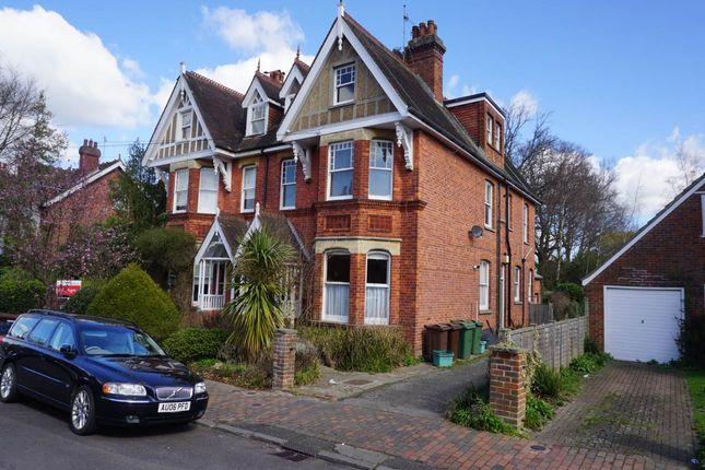 2 bed flat to rent in Court Road, Tunbridge Wells, Kent