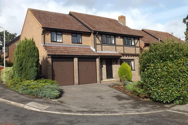Thumbnail Detached house to rent in Dauntless Road, Burghfield Common, Reading