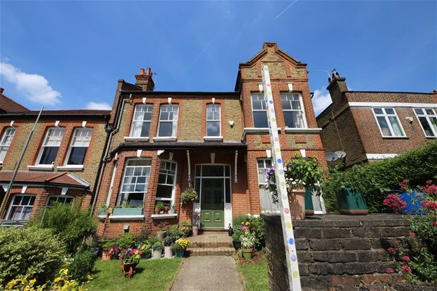 2 bed flat to rent in Montague Avenue, London