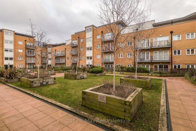 2 bed flat to rent in Whitestone Way, Croydon CR0