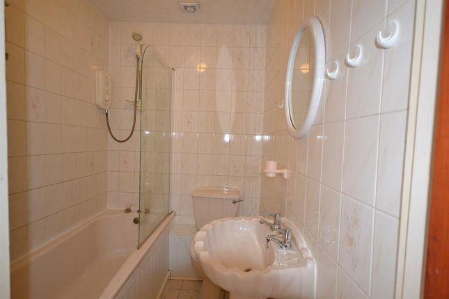 Bathroom of Carlyon Close, Exeter EX1