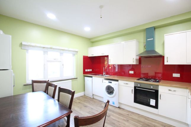 Thumbnail Flat to rent in Grove Road, Chadwell Heath