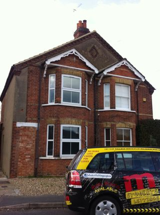 6 bed property to rent in Rusham Road, Egham, Surrey