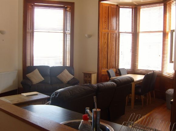 3 bed flat to rent in Queensgate, Inverness