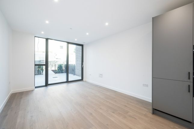 1 bed flat to rent in Coster Avenue, London N4