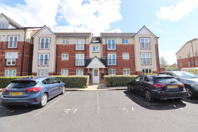 2 bed flat for sale in Pinhigh Place, Salford, Manchester M6