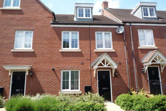 Thumbnail Town house to rent in Saffron Close, Banbury