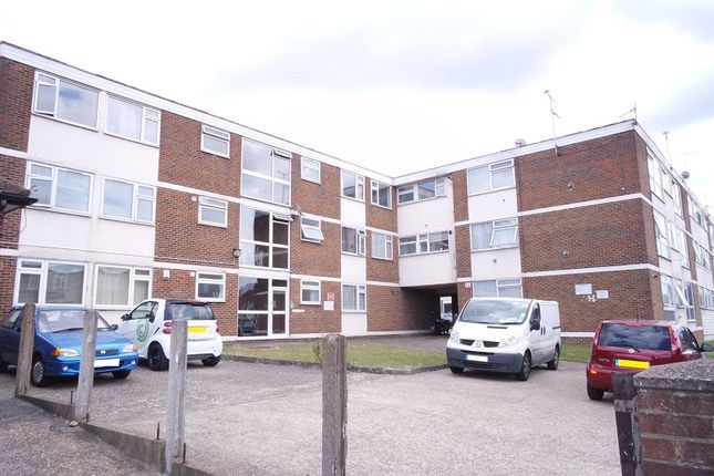 Thumbnail Flat to rent in Markfield Gardens, London