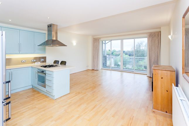 Thumbnail Flat to rent in Kew Bridge Road, Brentford
