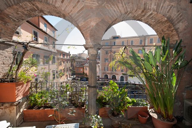 Thumbnail Town house for sale in 2314, Prestigious And Historic Palace In Trastevere - Rome, Italy