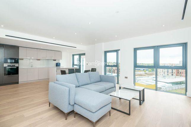 Thumbnail Flat to rent in Caversham Road, Colindale