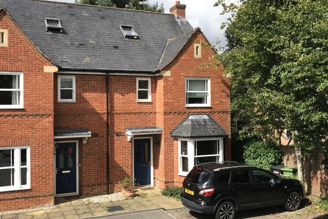 Town house for sale in Tudor Road, Newbury