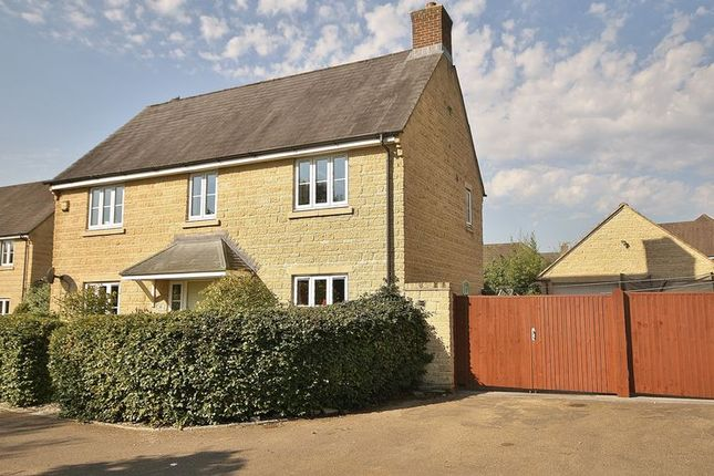 Thumbnail Detached house for sale in Madley Brook Lane, Madley Park, Witney