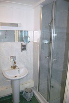 Room 3 Ensuite of Moniton Estate, West Ham Lane, Basingstoke RG22