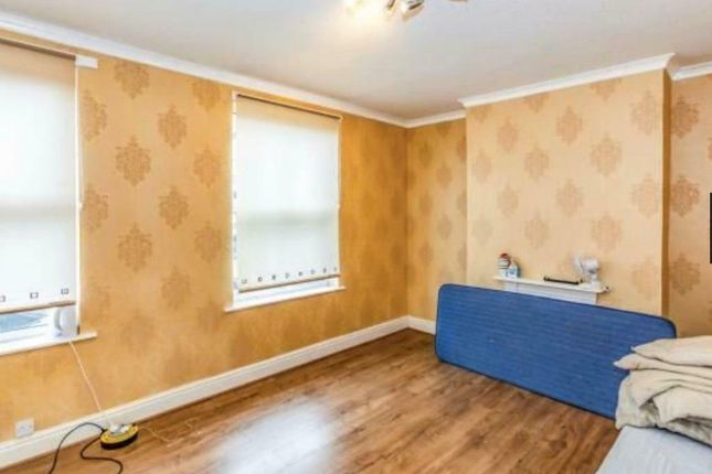 Thumbnail Shared accommodation to rent in Ayres Road, Old Trafford, Manchester