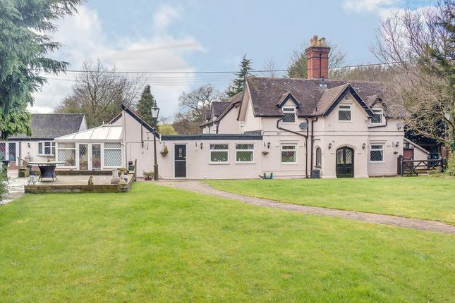 Thumbnail Semi-detached house for sale in The Slough, Studley