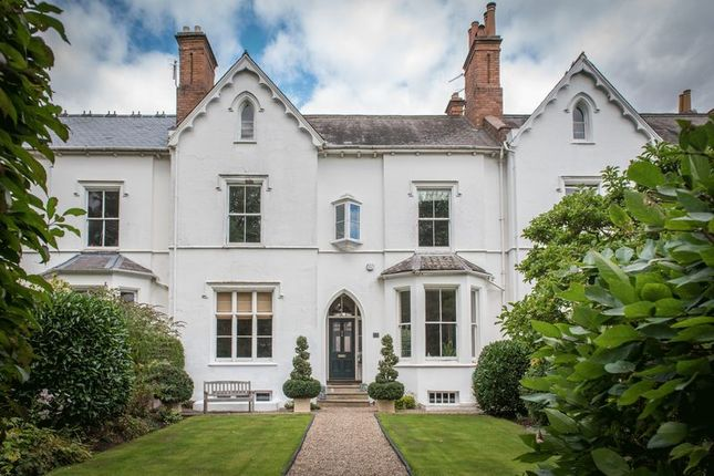 Thumbnail Town house for sale in Beauchamp Avenue, Leamington Spa