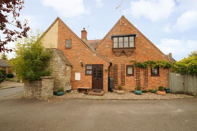 2 bed flat for sale in Main Street, West Hanney, Wantage