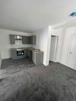 Thumbnail Flat to rent in Flat Above, 14 Low Street, Keighley