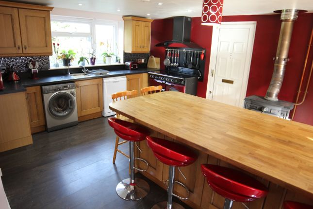 Thumbnail Semi-detached house for sale in Emmens Close, Checkendon, Reading