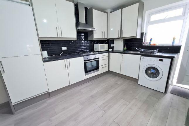 Thumbnail Flat to rent in Furze Platt Road, Maidenhead, Berkshire