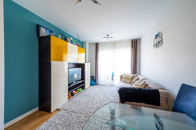 Thumbnail Flat to rent in Point Pleasant, Wandsworth, London