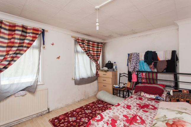 Thumbnail Terraced house for sale in Newman Road, London