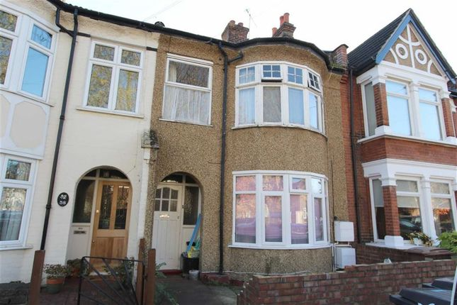 Thumbnail Flat for sale in Woodland Road, North Chingford, London