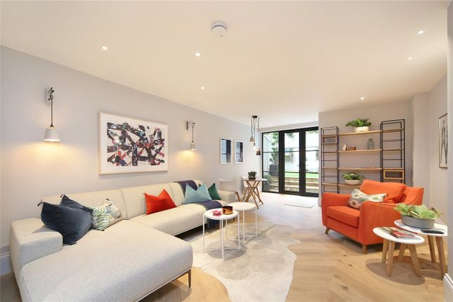 Thumbnail Property for sale in Ropemakers Fields, London