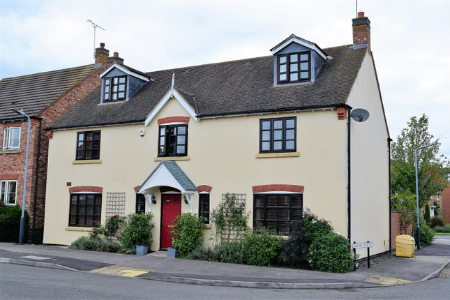 Thumbnail Detached house for sale in Railway Crescent, Shipston-On-Stour
