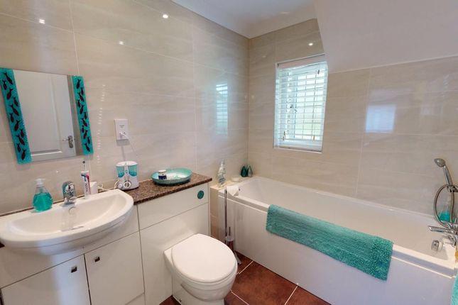 Bathroom of Clyst Hayes Gardens, Budleigh Salterton, Devon EX9
