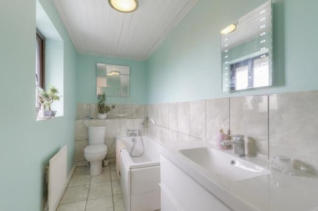 En-Suite of Gatcombe, Great Holm, Milton Keynes MK8