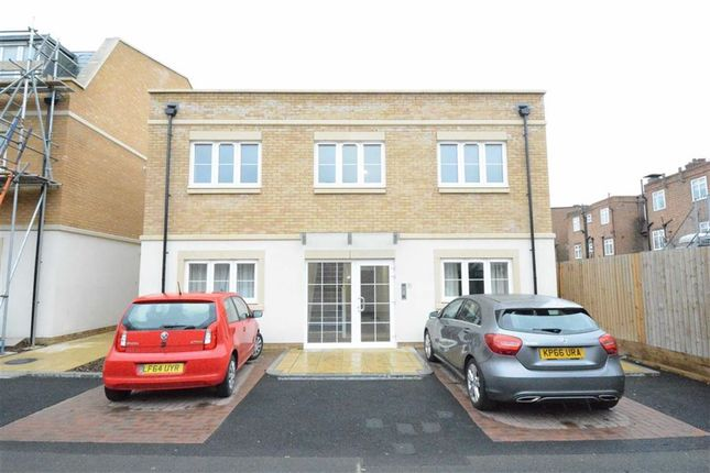 Thumbnail Flat to rent in Bellmaker Mews, Upminster, Essex