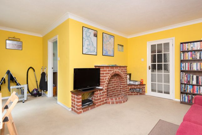 Living Area of Roseacre Close, Canterbury CT2