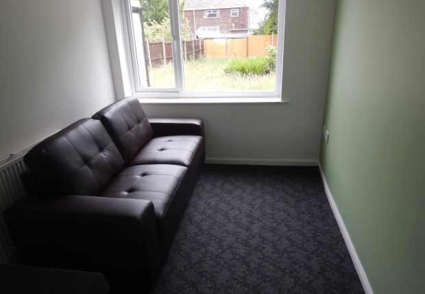 Thumbnail Shared accommodation to rent in Lambsickle Lane, Weston, Runcorn