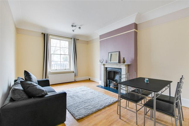 2 bed flat to rent in Park Road, London