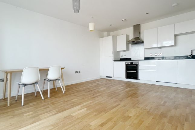 2 bed flat to rent in Larkwood Avenue, London SE10