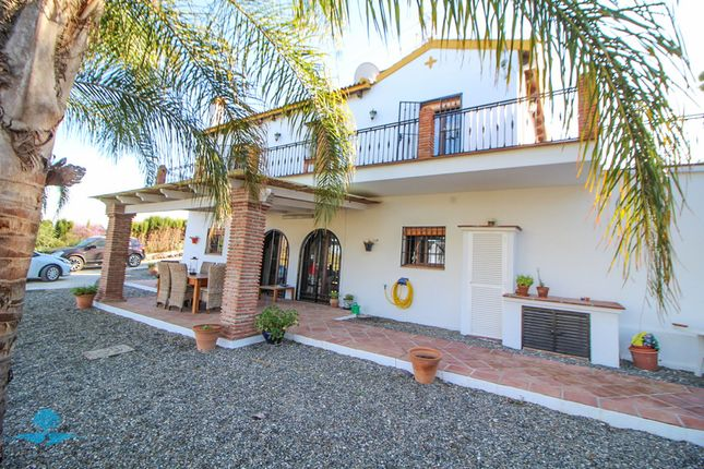 4 bed country house for sale in Alhaurin El Grande, Málaga, Spain