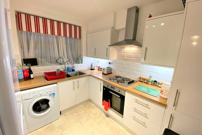 Thumbnail Room to rent in Pembroke Place, Broomfield, Chelmsford