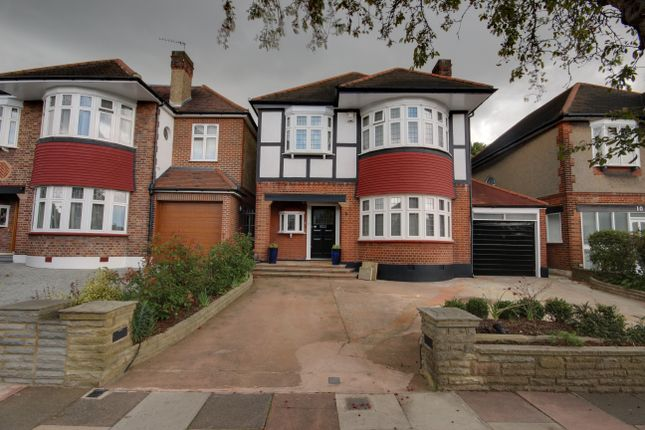 Thumbnail Detached house for sale in Oaklands, Winchmore Hill