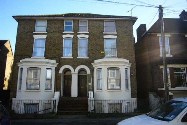 1 bed flat to rent in Park Road, Sittingbounrne ME10