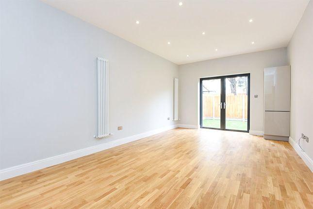 Thumbnail Flat for sale in Park Lane, Wallington